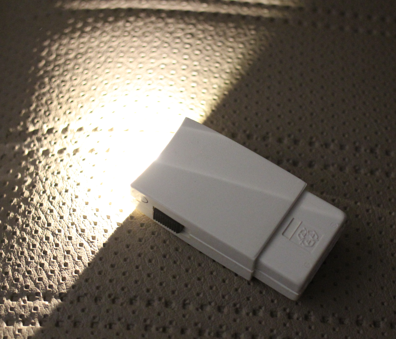 e30-flashlight-led